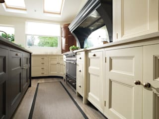 Classic Contemporary Bespoke Kitchen, Kent:  Kitchen by Humphrey Munson