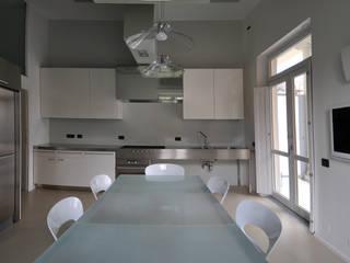 CASA FA, Caserta 2010: Cucina in stile  di x-studio