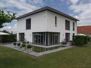 Wohnhaus, van D:  Terrasse von STRAUB Architekten