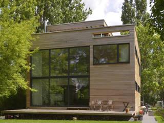 """Holzhaus """"Wohn- und Ateliergebäude Paladino"""" - Niedrigenergiehaus:  Häuser von Helm Westhaus Architekten,Modern"""