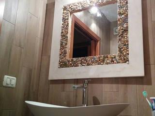 specchiera e piatto doccia di Arte Del Mosaico Rustico