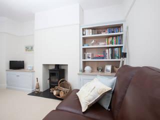 driftwood alcove units Chalkhouse Interiors Salones de estilo clásico
