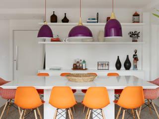 Eclectic style dining room by Duda Senna Arquitetura e Decoração Eclectic