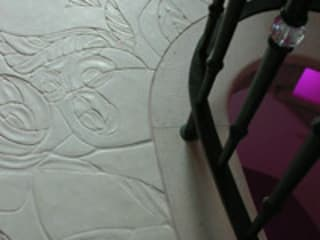 Pavimento intarsiato a mano: Ingresso & Corridoio in stile  di Ars Vivendi srl