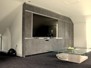 Cinema Room:   by LIVING INTERIORS By Contour Home Design Ltd