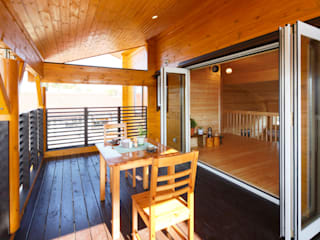 木の家株式会社 Country style balcony, veranda & terrace