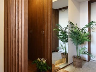 遠藤浩建築設計事務所 H,ENDOH ARCHTECT & ASSOCIATES Ingresso, Corridoio & Scale in stile moderno