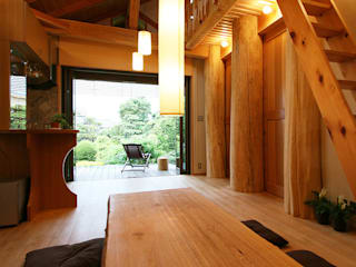 Country style living room by 遠藤浩建築設計事務所 H,ENDOH ARCHTECT & ASSOCIATES Country