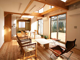 Modern living room by 遠藤浩建築設計事務所 H,ENDOH ARCHTECT & ASSOCIATES Modern