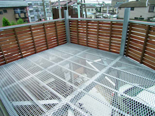 Modern balcony, veranda & terrace by 遠藤浩建築設計事務所 H,ENDOH ARCHTECT & ASSOCIATES Modern