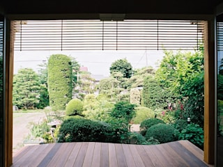 Country style balcony, porch & terrace by 遠藤浩建築設計事務所 H,ENDOH ARCHTECT & ASSOCIATES Country