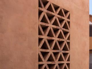 Detalle de celosía de ladrillo manual Casas rústicas de FGMarquitecto Rústico