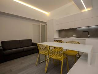 Ristrutturazione completa di un bilocale in zona Isola a Milano Cucina moderna di HABITO Moderno