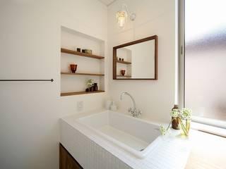 ランドマークになる家 / zuiun: zuiun建築設計事務所 / 株式会社 ZUIUNが手掛けた浴室です。,モダン