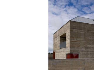 Casa em Azeitão: Casas  por Atelier Central Arquitectos