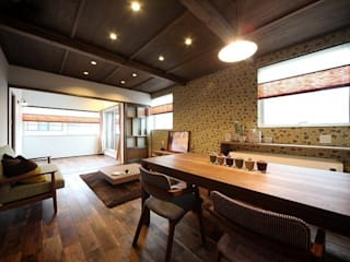 大正ロマンを感じる家 / zuiun: zuiun建築設計事務所 / 株式会社 ZUIUNが手掛けたリビングです。