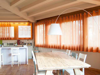 Rustic style dining room by RI-NOVO Rustic