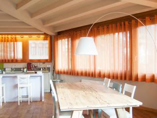 RINNOVO CASA PRIVATA Sala da pranzo in stile rustico di RI-NOVO Rustico