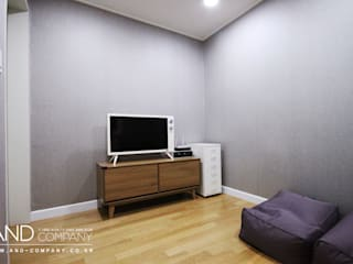 Modern style media rooms by 앤드컴퍼니 Modern