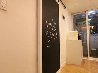 서재를 거실로, 거실을 서재로 모던스타일 창문 & 문 by 앤드컴퍼니 모던
