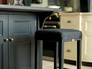 Felsted | Bespoke Navy and Off-White Classic Contemporary Kitchen Dapur Klasik Oleh Humphrey Munson Klasik
