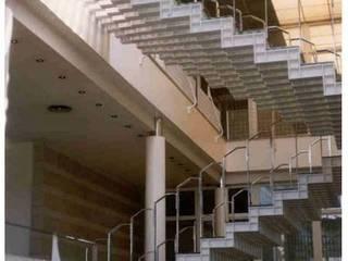 Escalera: Pasillos y vestíbulos de estilo  de ARQUITECTOS PRIOR Y LLOMBART