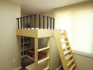 Dormitorios infantiles de estilo moderno de 앤드컴퍼니 Moderno
