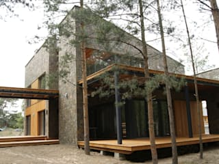 Tarasy-drewniane- Dorota Maciejewska Balcone, Veranda & Terrazza in stile rustico