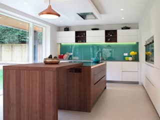 Contemporary Kitchen in Walnut and White Glass:  Kitchen by in-toto Kitchens Design Studio Marlow