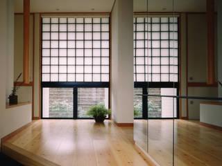禅次丸の木のある家 加藤將己/将建築設計事務所 玄関&廊下&階段収納