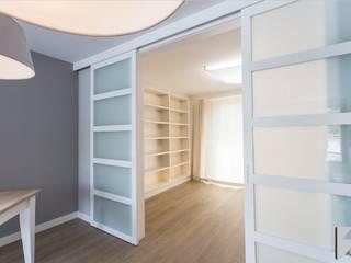 Meble na wymiar do apartamentu na warszawskiej Ochocie od 3TOP Nowoczesny