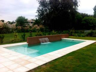 Nowoczesny basen od Piscinas Scualo Nowoczesny Kamień