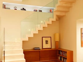 Pasillos, vestíbulos y escaleras modernos de andre piva arquitetura Moderno