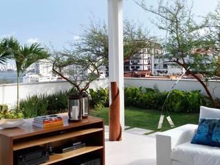 Jardines de estilo moderno por andre piva arquitetura