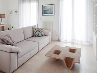 Tavolino TUCANO:  in stile  di DUNAdesign