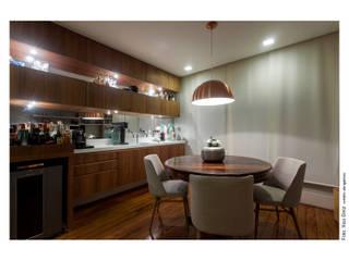 Salle à manger moderne par Spinola+Carvalho Arquitetura Moderne