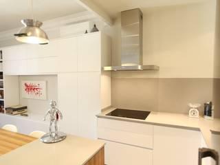 Casa modernista en Barrio de Sant Andreu (BCN) Cocinas de estilo moderno de GPA Gestión de Proyectos Arquitectónicos ]gpa[® Moderno