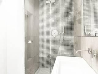 Łazienka - apartement kameralny od Projektowanie Wnętrz Suspenzo