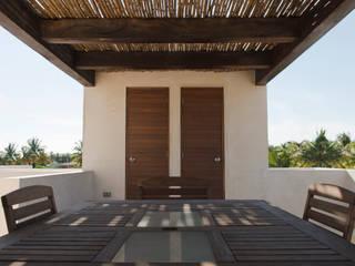 CASA MANGULICA Balcones y terrazas modernos de Alberto Zavala Arquitectos Moderno