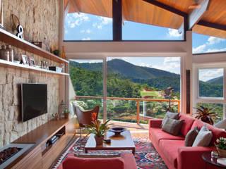 sadala gomide arquitetura Ruang Keluarga Gaya Country