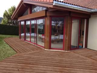 EXTENSION DE MAISON ET NOUVELLE TERRASSE PYXIS Home Design Balcon, Veranda & Terrasse ruraux