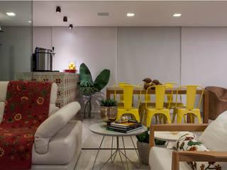 Salon moderne par Spinola+Carvalho Arquitetura Moderne