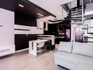Apartament Dwupoziomowy: styl , w kategorii Salon zaprojektowany przez Tarna Design Studio