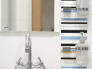 Eclectic style bathroom by Tarna Design Studio Eclectic