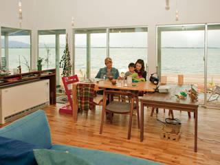 海辺の家 モダンデザインの リビング の 山中設計 モダン