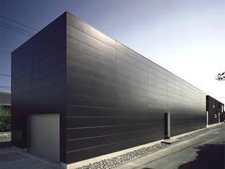 窓の無い光庭の家 モダンな 家 の 近藤晃弘建築都市設計事務所 モダン