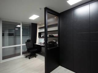 전주 아중리 대우아파트 -the grey-: 디자인투플라이의  서재 & 사무실