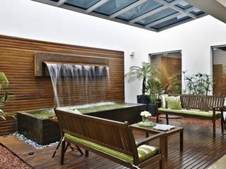 Cliniche moderne di Jamile Lima Arquitetura Moderno
