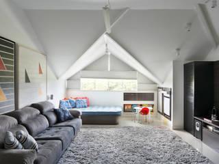 Carolina Mendonça Projetos de Arquitetura e Interiores LTDA Ruang Media Modern
