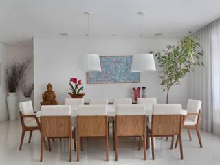 Comedores de estilo  por Carolina Mendonça Projetos de Arquitetura e Interiores LTDA